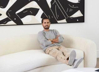 Ο Scott Disick ζει σε ένα υπερβολικά μίνιμαλ και ευρύχωρο σπίτι