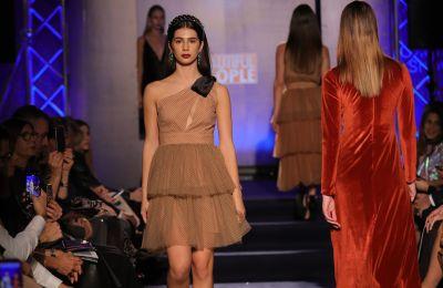 Έλαμψε η Cháris στο πρώτο της fashion show
