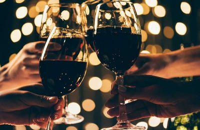 Τι πίνουμε με τα γιορτινά εδέσματα
