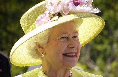 Κι όμως η βασίλισσα Ελισάβετ φορά το ίδιο βερνίκι νυχιών από το 1989