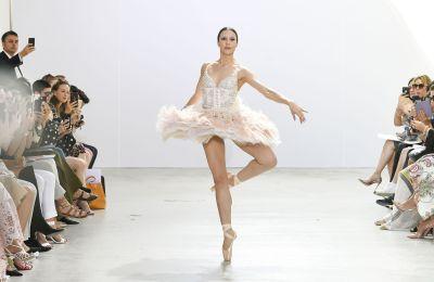 H couture συλλογή της Celia Kritharioti είναι βγαλμένη από παραμύθι