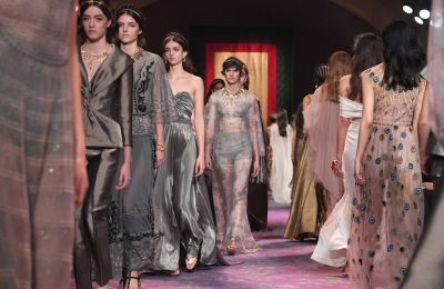Φεμινισμός, χρυσό και ελληνική μυθολογία στο haute couture σόου του Dior
