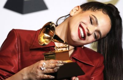 Τα beauty looks που ξεχωρίσαμε από τα φετινά Grammys