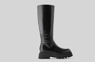 Δερμάτινη μπότα με τρακτερωτή σόλα €149 από Zara