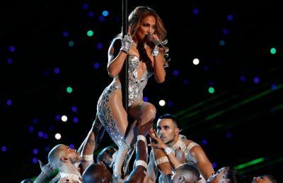 Η Jennifer Lopez, λίγο πριν ανεβει στη σκηνή του Super Bowl