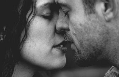 Ποια η σημασία των προκαταρκτικών παιχνιδιών και των φιλιών στο σεξ