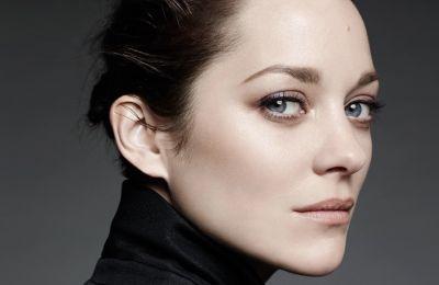H Marion Cotillard είναι το πρόσωπο του αρώματος Chanel N°5