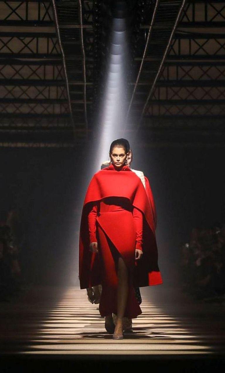 Ο Givenchy αναδεικνύει την κομψότητα κάθε γυναίκας