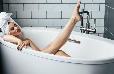 Πόσο συχνά πρέπει να κάνουμε μπάνιο τώρα που μένουμε σπίτι;