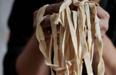 Η εύκολη συνταγή για homemade pasta από τον Jamie Oliver