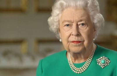 Ποιο είναι το κρυφό μήνυμα πίσω από το κόσμημα της βασίλισσας Ελισάβετ