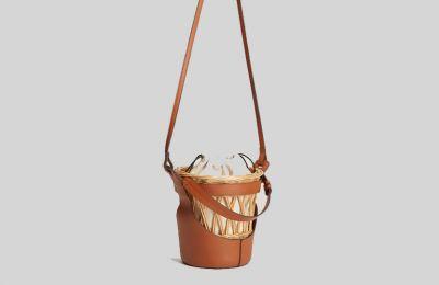Wood bucket τσάντα €49.99 από Mango