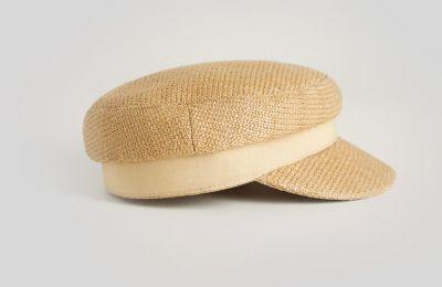 Ναυτικό καπέλο €15.99 από Mango