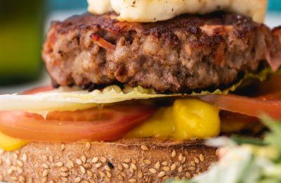 Το κυπριακό burger είναι το απόλυτο must try