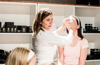 Δοκιμάστε τη μέθοδο της Κύπριας facialist του Hollywood για δέρμα χωρίς ρυτίδες