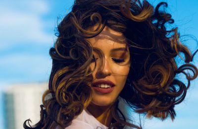 7 πολύ trendy hairstyles για μακριά μαλλιά