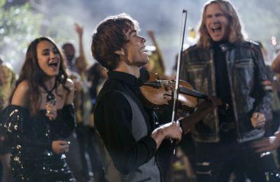 Review: Η ταινία που σίγουρα θα καλύψει το κενό της Eurovision