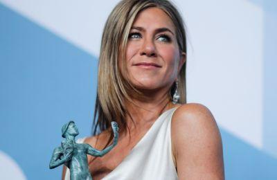 Με το hashtag #wearadamnmask, η Aniston στέλνει το δικό της μήνυμα