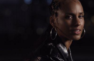 73 ερωτήσεις στην Alicia Keys