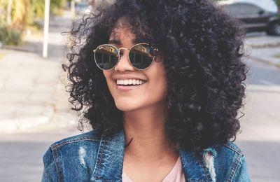 Πώς να αποκτήσετε τα τέλεια σγουρά μαλλιά
