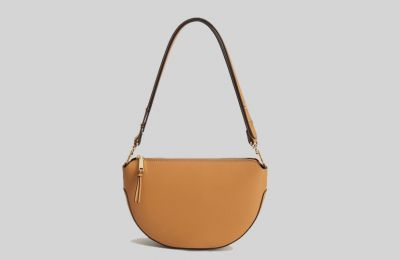 Καφέ cross body τσάντα €39.99 από Mango