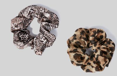 Animal print scrunchies από Marks & Spencer