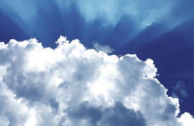 Καύσωνα με βροχές προβλέπει η Μετεωρολογική Υπηρεσία