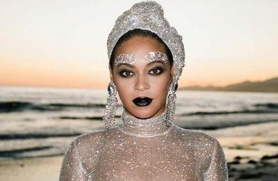 6+1 αγαπημένα looks από το ''Black is King'' της Beyoncé που είναι must see