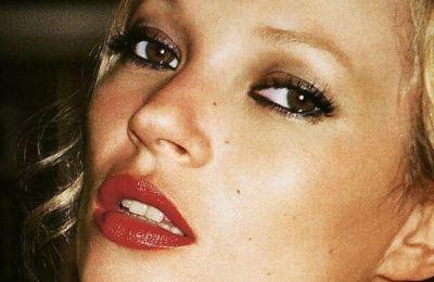 Στην Ίμπιζα η Kate Moss με απόλυτο summer mood
