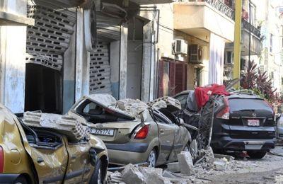 Λίβανος: Συγκλονιστική φωτογραφία μαίας που σώζει 3 νεογέννητα