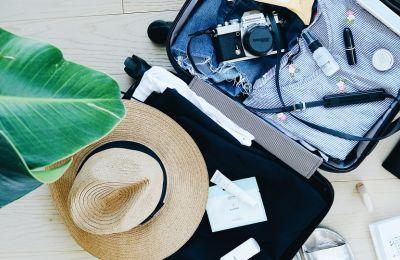 5 πράγματα που πρέπει να έχετε μαζί σας για chic διακοπές