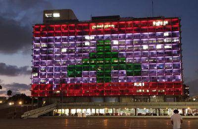 Ισραήλ: Στα χρώματα της σημαίας του Λιβάνου το δημαρχείο του Τελ Αβίβ
