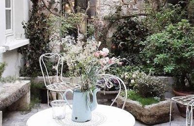 5 τρόποι να κάνετε έναν μικρό κήπο να φαίνεται μεγαλύτερος