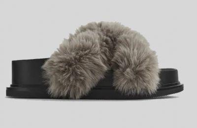 Fluffy παντόφλες €49.95 από Zara