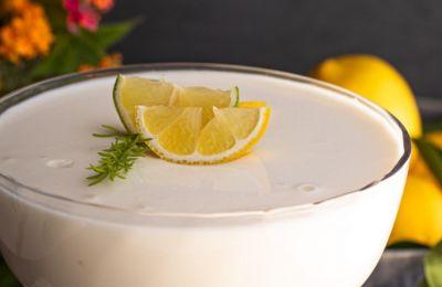 Αυτό το γλυκό με λεμόνι και γιαούρτι είναι ό,τι καλύτερο