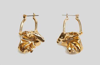 Abstract σκουλαρίκια €12.99 από Mango