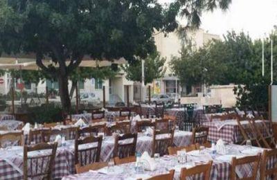 Στέκια για φαγητό και ποτό σε πλατείες της Κύπρου