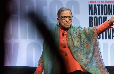 Ruth Bader Ginsburg: Η γυναίκα που κάποιοι την έχουν ίνδαλμα και άλλοι τη βλέπουν ως «τέρας»