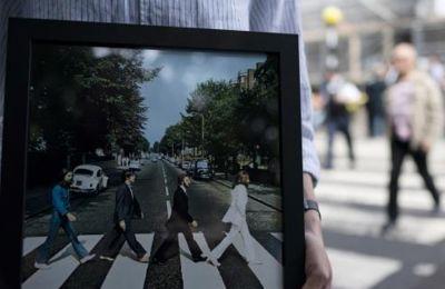 'Αγνωστα στιγμιότυπα σπουδαίων καλλιτεχνών σε αναδρομική έκθεση για τον φωτογράφο Τέρι Ο' Νιλ