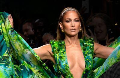 Με το ίδιο φόρεμα η Νόνη Κυπριανού και η JLo: Ποια το φόρεσε καλύτερα