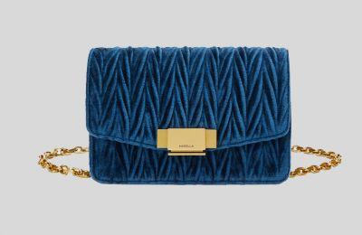 Μπλε velvet τσάντα €169 από Marella