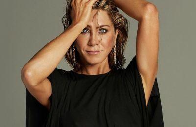 Jennifer Aniston: Mε κλασική εμφάνιση στα Emmys, μοιράζεται το μυστικό ομορφιάς της