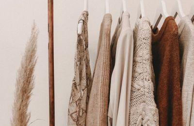 5 τρόποι για να μετατρέψετε την καλοκαιρινή σας γκαρνταρόμπα σε χειμερινή
