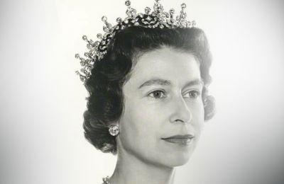 Έξαλλο το προσωπικό με την βασίλισσα Ελισάβετ