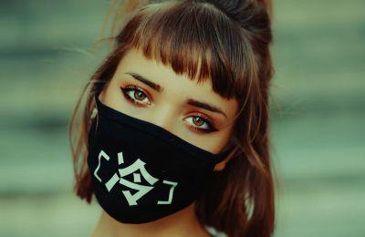 Αυτό είναι το προϊόν ομορφιάς που πρέπει να φοράτε κάτω από τη μάσκα σας