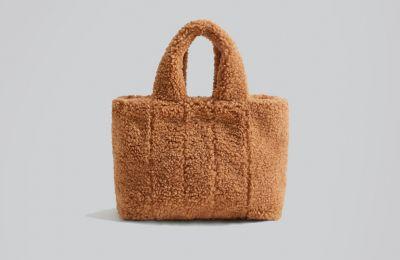 Faux fur τσάντα από Mango