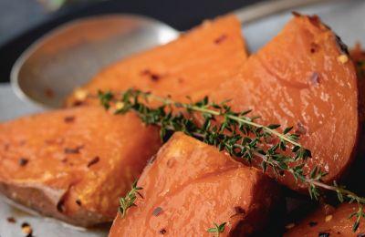 Κρατάμε το φαγητό εύκολο, πολύχρωμο, υγιεινό και νόστιμο με αυτές τις νόστιμες γλυκοπατάτες
