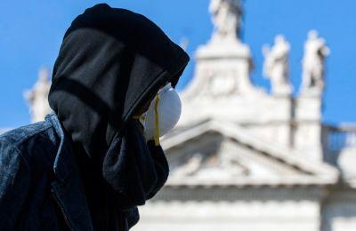 Ο κορωνοϊός θερίζει, οι Ευρωπαίοι δυσφορούν