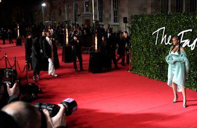 Στιγμιότυπο από τα Βραβεία Μόδας 2019 με την Rihanna