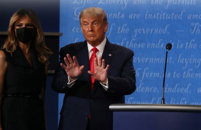 Donald και Melania Trump: Η κίνηση με το χέρι «έβαλε» φωτιά στο Twitter
